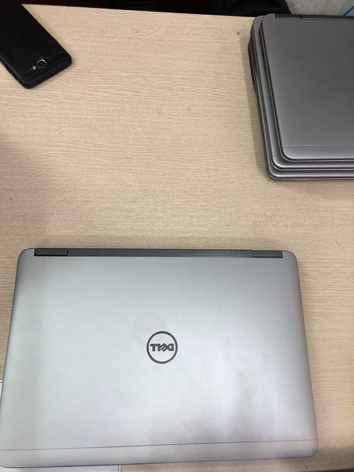 Dell 7440 / cpu core i5 / ram 4g/ ssd 120g